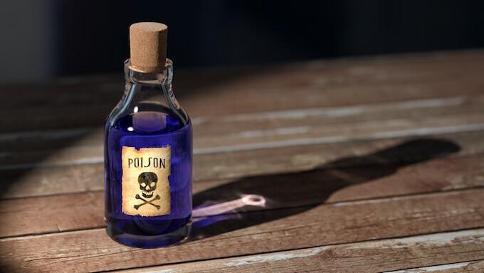 机の上に置いてある媚薬